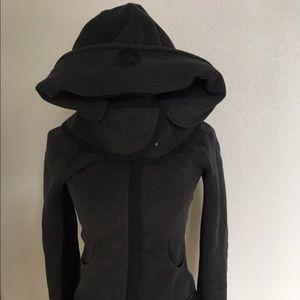 Lululemon black scuba with detachable hood